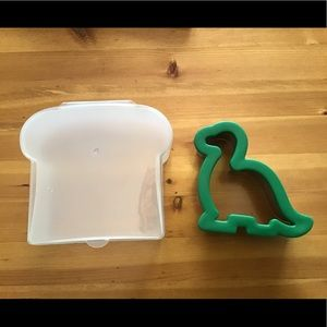 DINOSAUR SANDWICH/COOKIE CUTTER & KEEPER CANISTER
